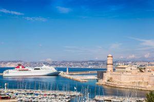 Quand les croisiéristes envahissent la ville de Marseille (France)