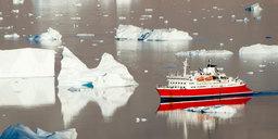 L'éphémère chemin de glace d'une croisière au Groenland