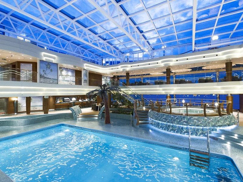 Activité piscine en croisière