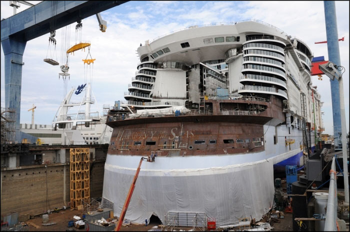 Poupe en construction du Harmony of the Seas